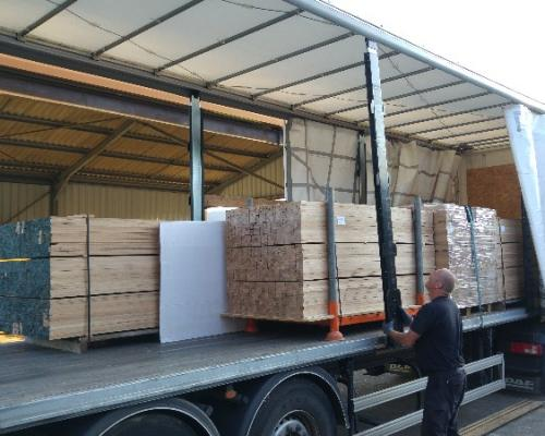 Rabotage et refente de 60 m3 de chêne américain pour notre client Portec Industry