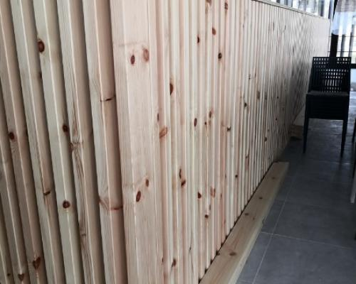 Fabrication de profils pour 50 mètres linéaire de claustra en Pin