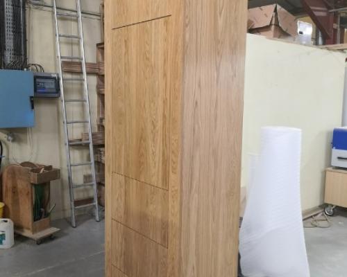 Fabrication d'un meuble vestiaire en chêne massif (3 plis) vernis incolore