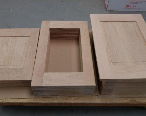Fabrication de portes de cuisine et de périphérique en chêne massif